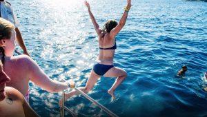 Fiesta en barco, incluida en uno de nuestros packs para despedidas de soltero en tenerife